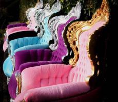 Foto 3 Ausgefallene Barock und Rokoko Möbel in schrillen Farben