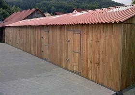 Foto 6 Aussenboxen kpl. Stallanlage m.gr. Scheune u, Vordach