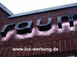 Foto 22 Außenwerbung Leuchtreklame Leuchtwerbung Leuchtkästen Leuchtbuchstaben beleuchtete Schriftzüge 3D LED Einzelbuchstaben Reklame Werbung   Gewerbeimmobilien 3D LED RGB