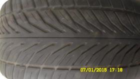 Auto Reifen mit Felge