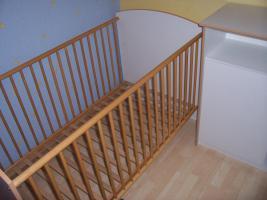 Foto 5 Babyzimmer Kinderzimmer komplett Schrank Wickelkommode Bett Regal