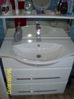 Badschrank mit Spiegel, Armaturen in hochglanz weiß, sehr modern