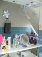 Foto 2 Badschrank mit Spiegel, Armaturen in hochglanz weiß, sehr modern