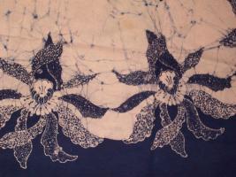 Foto 2 Batik-Tischdecke mit Servietten.
