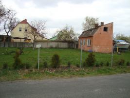 Foto 3 Baugrundstück mit Haushälfte