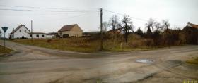 Baugrundstück gegen Haus.....