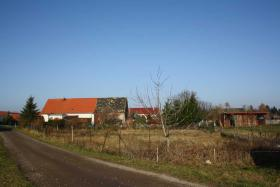 Bauland 2.012qm (teilbar) mit Bauernhaus, unverbaub. Südblick
