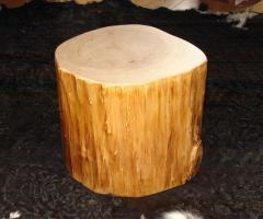 Baumstamm als beistelltisch ausgeh hlt holz rund massiv for Holzklotz beistelltisch