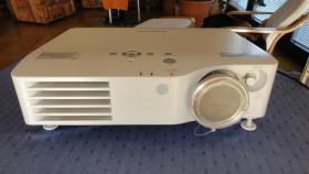 Beamer Panasonic PT-AX200E für tolle Heimkinoabende