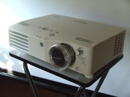 Beamer Panasonic PT-AX200E, Profigerät für Zuhause