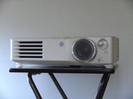 Foto 3 Beamer Panasonic PT-AX200E, Profigerät für Zuhause