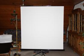 Foto 5 Beamer mit Stativ Leinwand zu verkaufen
