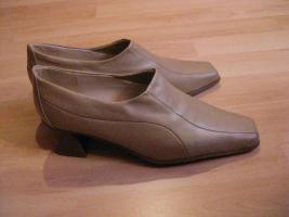 Beige, schicke Schuhe Gr. 41