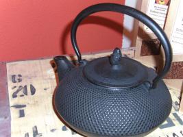 Beka Teekanne aus Gußeisen