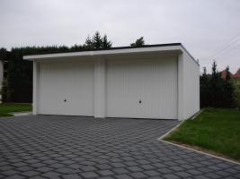 Doppelgarage mit Vordach