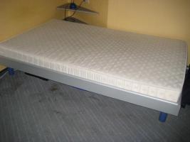 Bett 200cm x 120cm mit Rost und Matraze