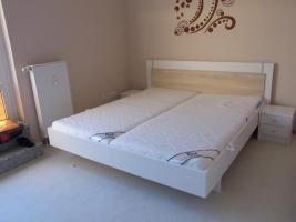 Bett mit Federholzrahmen u. Matratzen 2 Jahre alt