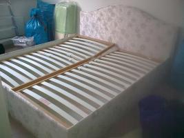 Bett mit Lattenrost und Bettkasten