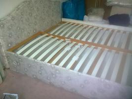 Foto 2 Bett mit Lattenrost und Bettkasten