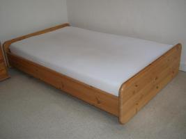 Bett Maße: 1m35 x 2m10 x 0m45 (BxTxH)