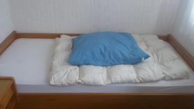 Foto 3 Bett mit Schrank, Kommode und Gaderobe