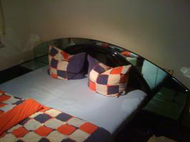 Foto 2 Bett mit Spiegelglas