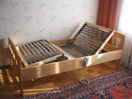 Bett mit elektrisch verstellbarem Rost, ideal f�r Senioren