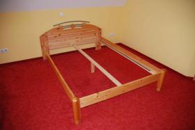 Bett massiv Kiefer mit Lattenrost und Matratze (140x200cm)