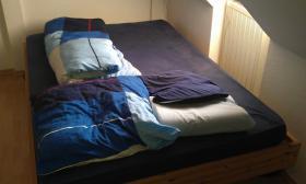 Bett sehr gut erhalten