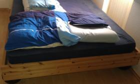 Foto 2 Bett sehr gut erhalten