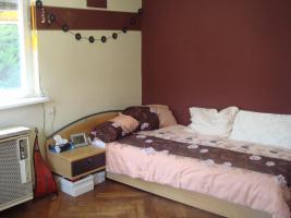 Bett, 1x2m, mit Matraze und Nachttischchen