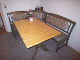 Foto 2 Bett, Eckbank mit Tisch,  Kinderschreibtisch, kleine Stereoanlage
