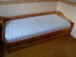 Foto 2 Bett, Kiefer massiv, lackiert, Bettkasten