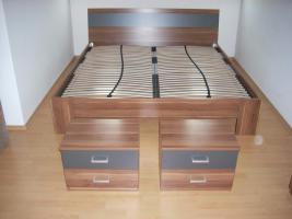 Foto 2 Bettgestell mit Lattenrosten und Schräncke