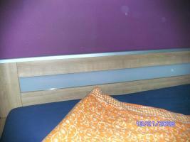 Foto 2 Bettgestell aus Massivholz ( Kopfteil mit Milchglas versehen)