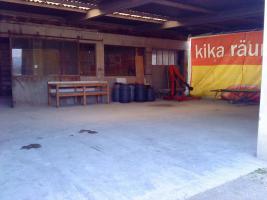 Biete Lagehalle und Werkstatt gemeinsam ca. 250 qm und zusätzlich asphaltierte Freiflächen zur Vermietung an!