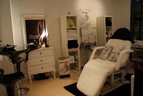 Biete Raum ca. 20qm in Naturheilpraxis/ Kosmetikstudio zur Untermiete in Neuss Zentrum
