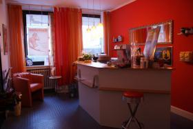 Foto 2 Biete Raum ca. 20qm in Naturheilpraxis/ Kosmetikstudio zur Untermiete in Neuss Zentrum