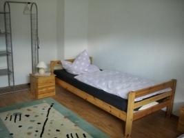 Zimmer mit Mobiliar