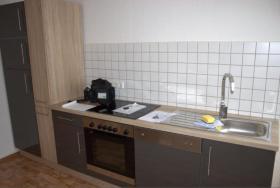 Biete moderne Küchenzeile - inkl. Geschirrspülmaschine und weiteren Geräten!