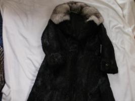 Foto 2 Biete hier sehr Schönen Pelzmantel zum Verkauf an