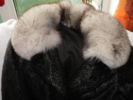 Foto 4 Biete hier sehr Schönen Pelzmantel zum Verkauf an