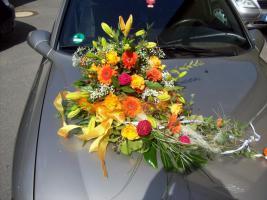 Foto 2 Biete verschieden Blumenschmuck (Tischgestecke, Autogestecke, usw.)