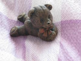 Biete verschiedene Bärenfiguren an