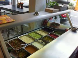 Foto 4 Biete, Imbiss / Doner / Pizza , mit kompletem Inventarund Sitzmoglichkeiten.