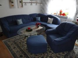 Blaue Eckcouch mit 1 Sessel und Hocker