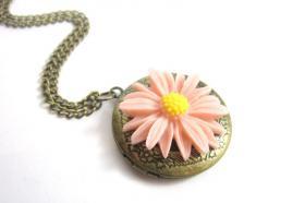 Blüten Amulett Kette