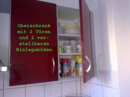 Foto 4 Bordeauxrote Hochglanz Küche mit E-Geräten