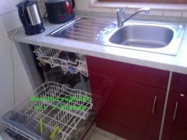 Foto 5 Bordeauxrote Hochglanz Küche mit E-Geräten