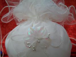Foto 2 *** Brautbeutel weiss -aus Satin und Tüll- mit Blütenbesatz-